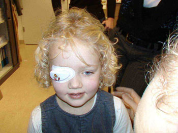 Picture of 4-year old girl wearing a Smart Eye Patch